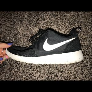 new style 09f9c ed927 Black Nike roshe shoes
